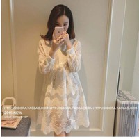 Đầm trắng ren hoa