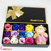 Hộp quà gấu và hoa hồng sáp 12 bông - candyshop88.com