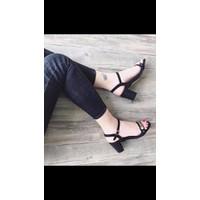 Giày cao gót quai đồng tiền đế vuông 7cm