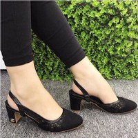 giày gót vuông phối ren