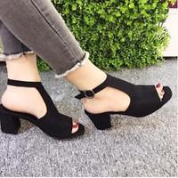 giày gót vuông quai T