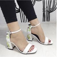 giày gót vuông thêu hoa