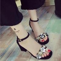 giày gót vuông đính hoa