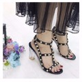 giày gót vuông đinh tán
