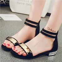 giày gót vuông trong