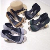 giày gót vuông hở mũi