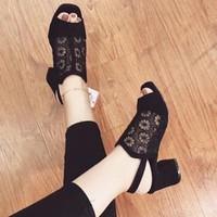 giày gót vuông ren