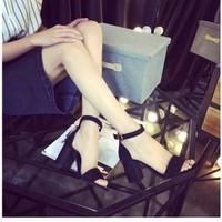 Giày sandal đế vuông 7 phân quai ngang