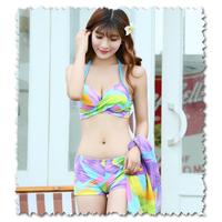 Bikini 7 sac cau vong kem khan voan