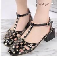giày gót vuông phối đinh