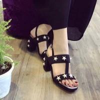 giày gót vuông ngôi sao