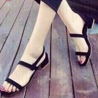 giày gót vuông quai ngang