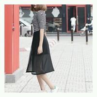 Chân váy ngắn phối voan xẻ tà phong cách