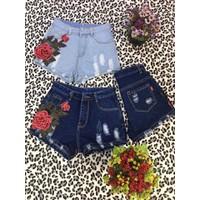 Quần short jean 1 hoa hồng