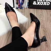 giày gót vuông bít mũi