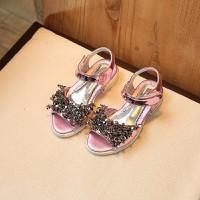 Sandal bé gái đình hạt cườm màu hồng