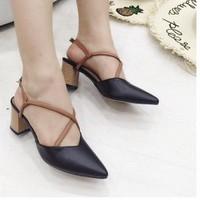 giày gót vuông chéo dây