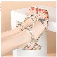 Giày sandal đế vuông ánh kim chuỗi pha lê