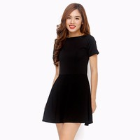Đầm xòe cut out lưng sành điệu màu đen