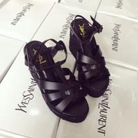 Giày đế xuồng thời trang