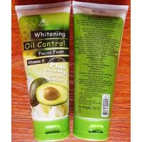 Sữa rữa mặt whitening oil control