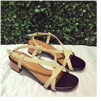 giày gót vuông dây