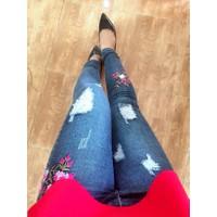 Quần jean cotton hoa thêu