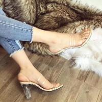giày gót vuông quai trong
