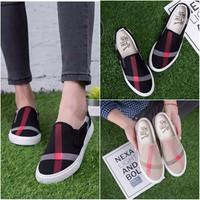 Giày Slip-On Kẻ Sọc Vải Cotton Mềm Mại Thoáng Mát - Msp 3006