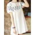 Váy xuông trắng thô thêu hoa cách điệu trên ngực