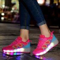 Giày sneaker nữ có bánh trượt đèn LED