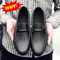 Giày lười da nam trẻ trung GLK146
