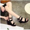 Giày sandal đế xuồng siêu bền