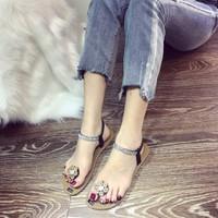 Giày xỏ ngón kẹp hoa