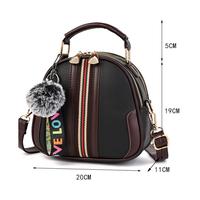 Túi da đeo chéo dáng balo trang trí nẹp viền giữa
