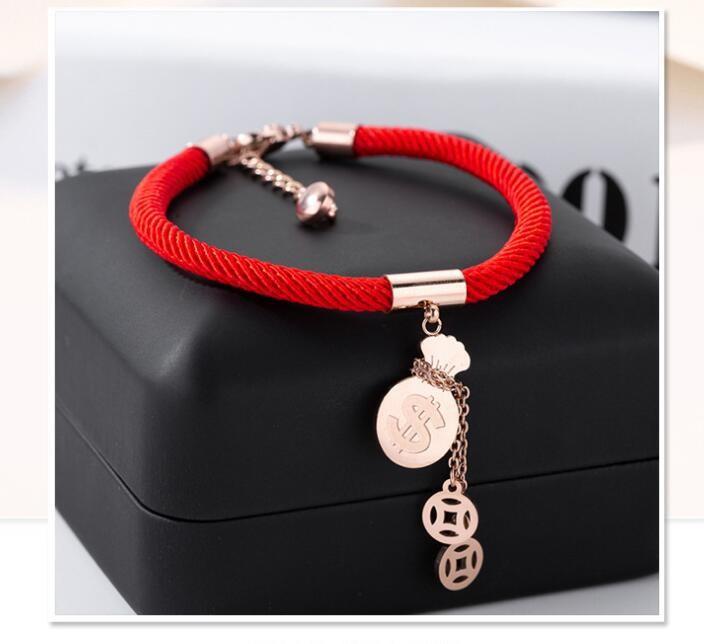 Vòng tay dây đỏ họa tiết túi tiền và cặp xu