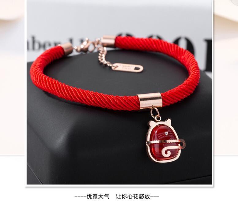 Vòng tay dây đỏ hình mèo chiêu tài - Mẫu trang sức đeo tay may mắn