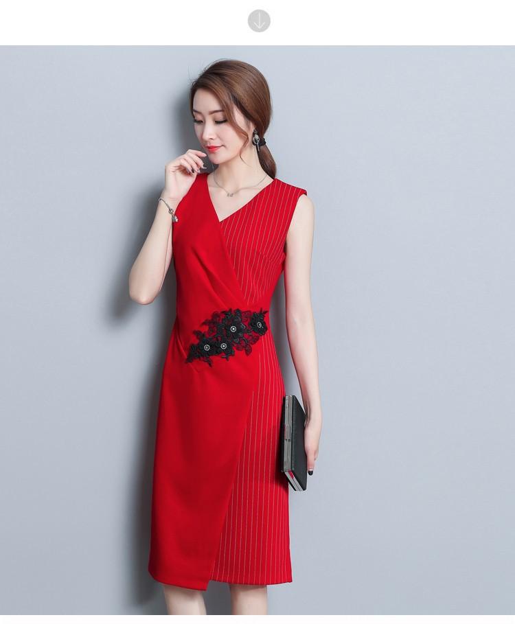 Đầm ôm đắp chéo họa tiết ren hoa - Đỏ