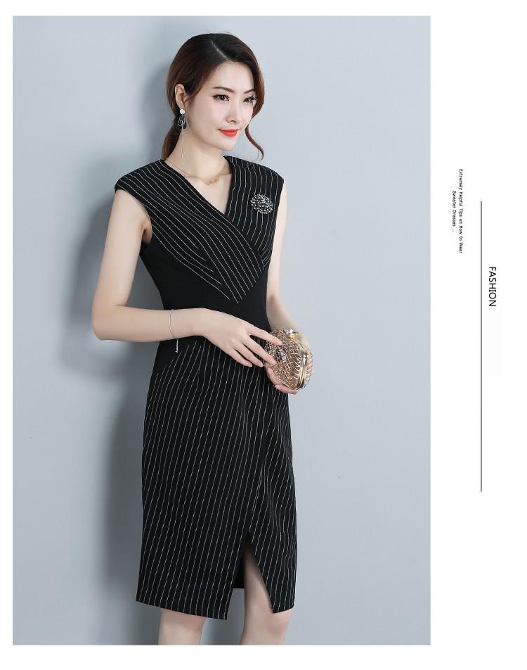 Đầm ôm sọc đính hạt xẻ tà - Sọc đen