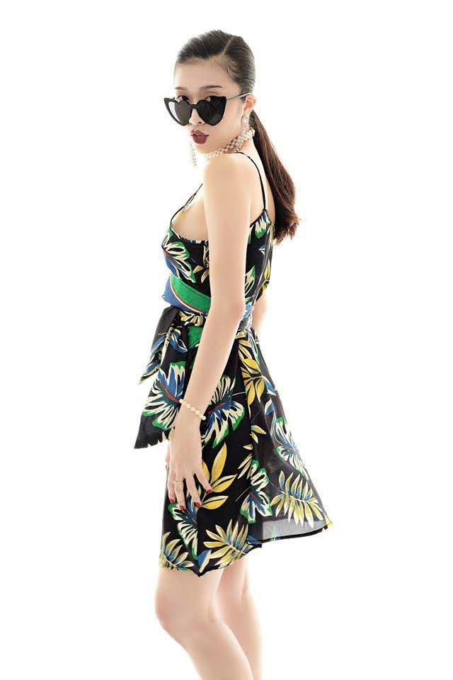 Đầm hoa xanh đắp chéo