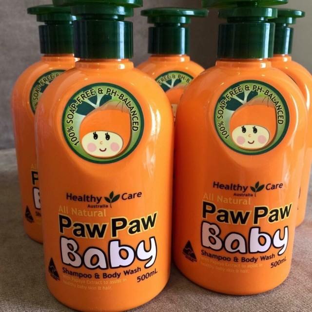 SỮA TẮM + GỘI TOÀN THÂN CHO BÉ VỚI CHIẾT XUẤT ĐU ĐỦ PAW PAW ÚC, 500ML Sữa tắm gội Paw Paw Baby Healthy Care Úc dành cho bé có làn da nhạy cảm, được chiết xuất từ đu đủ tự nhiên giúp làm sạch và ngăn ngừa vi khuẩn, cực kỳ an toàn cho bé bị vấn đề về da như rôm sảy, khô da nhất là vào mùa hè    Sữa tắm gội Paw Paw Baby Healthy Care Úc  Ưu điểm nổi bật của sản phẩm  Sữa tắm gội 2 trong 1 rất tiện dụng cho mẹ trong quá trình chăm sóc da và tóc cho bé👶👶 Sản phẩm có nguồn gốc từ thiên nhiên được làm từđu đủ tươi giúp giữ ẩm và làm sạch da bé 1 cách an toàn nhất Làm mềm da và nuôi dưỡng lớp biểu bì Hạn chế tình trạng mất nước cho da của bé. Giúp làm sạch nhẹ nhàng, lấy đi lớp vảy bám trên da đầu, chăm sóc tóc cho bé mềm mượt Sp ko chứa xà phòng nên an toàn tuyệt đối cho bé. Hoàn toàn không chứa hóa chất Bảo vệ làn da bé khỏi những kích ứng da thông thường nhất Giúp mái tóc bé luôn mềm mại, bảo vệ cả vùng da đầu nhạy cảm nhất  Sữa tắm gội Paw Paw Baby Healthy Care chiết xuất từ đu đủ tự nhiên  Thành phần chính Chiết xuất tử đu đủ tự nhiên  Hướng dẫn sử dụng Dùng để tắm toàn thân và gội đầu cho bé Làm ướt cơ thể bằng nước ấm Lấy một lượng sữa tắm ra tay thoa khắp đầu và cơ thể bé, mát xa khoảng 1 phút Xả sạch lại bằng nước ấm  Thông tin sản phẩm Xuất xứ: Healthy Care, Úc Dung tích: 500ml Lưu ý: Hiệu quả sử dụng sản phẩm phụ thuộc cơ địa từng người Địa chỉ mua hàng chính hãng  THÔNG TIN LIÊN HỆ:  ALOZO Add 1: Số 241 Mai Dịch – P. Mai Dịch - Q.Cầu Giấy – Hà Nội Add 2: Số 152 Lê Lai – P. Máy Chai - Q.Ngô Quyền – Hải Phòng Hotline: CSKH - 0936.538596 & SỈ - 0396.206800 Website:https://www.sendo.vn/shop/alozoshop