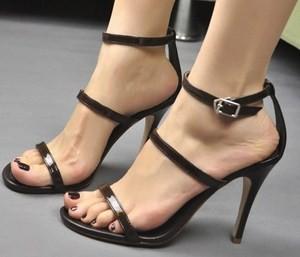 Giày cao gót 2 quai mảnh 2