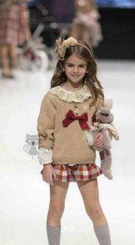 Áo len mầu kem bé gái, size: 18 -6 tuổi  2