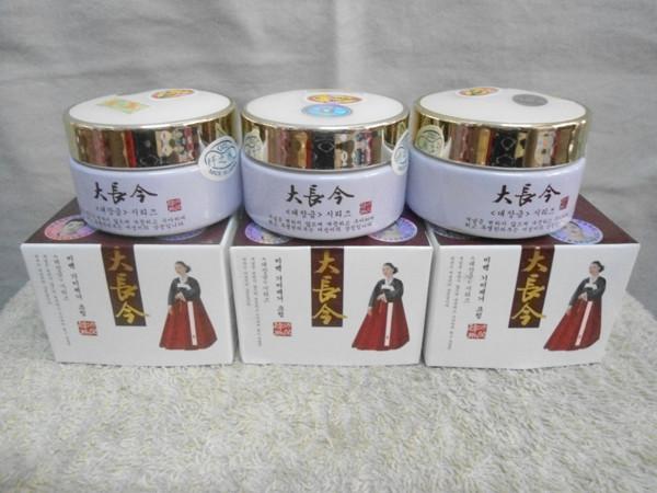 Kem trị nám dưỡng trắng da cô gái HÀN QUỐC mặc đầm đỏ - HX018 4