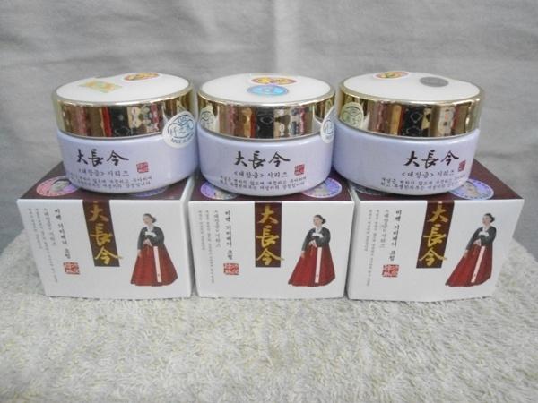 Kem trị nám dưỡng trắng da cô gái HÀN QUỐC mặc đầm đỏ - HX018 5