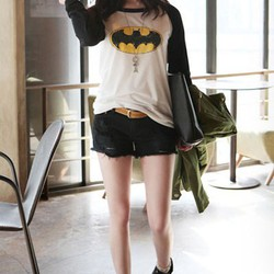 Áo thun nữ tay dài họa tiết batman