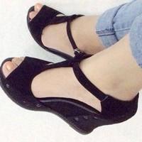 Giày sandals xuồng chữ T đế cao su