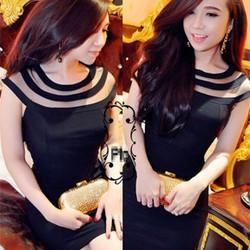 Đầm đen phối lưới 3 sọc cổ giống bella