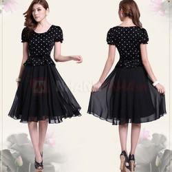 Đầm Vintage chấm bi chân váy voan