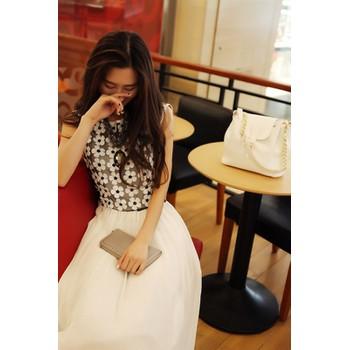 Đầm maxi trắng nữ tính